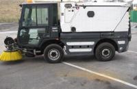 Камион за почистване на улици