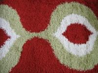 Машинен гладък килим в червено, зело и бяло