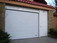 Бяла гаражна врата