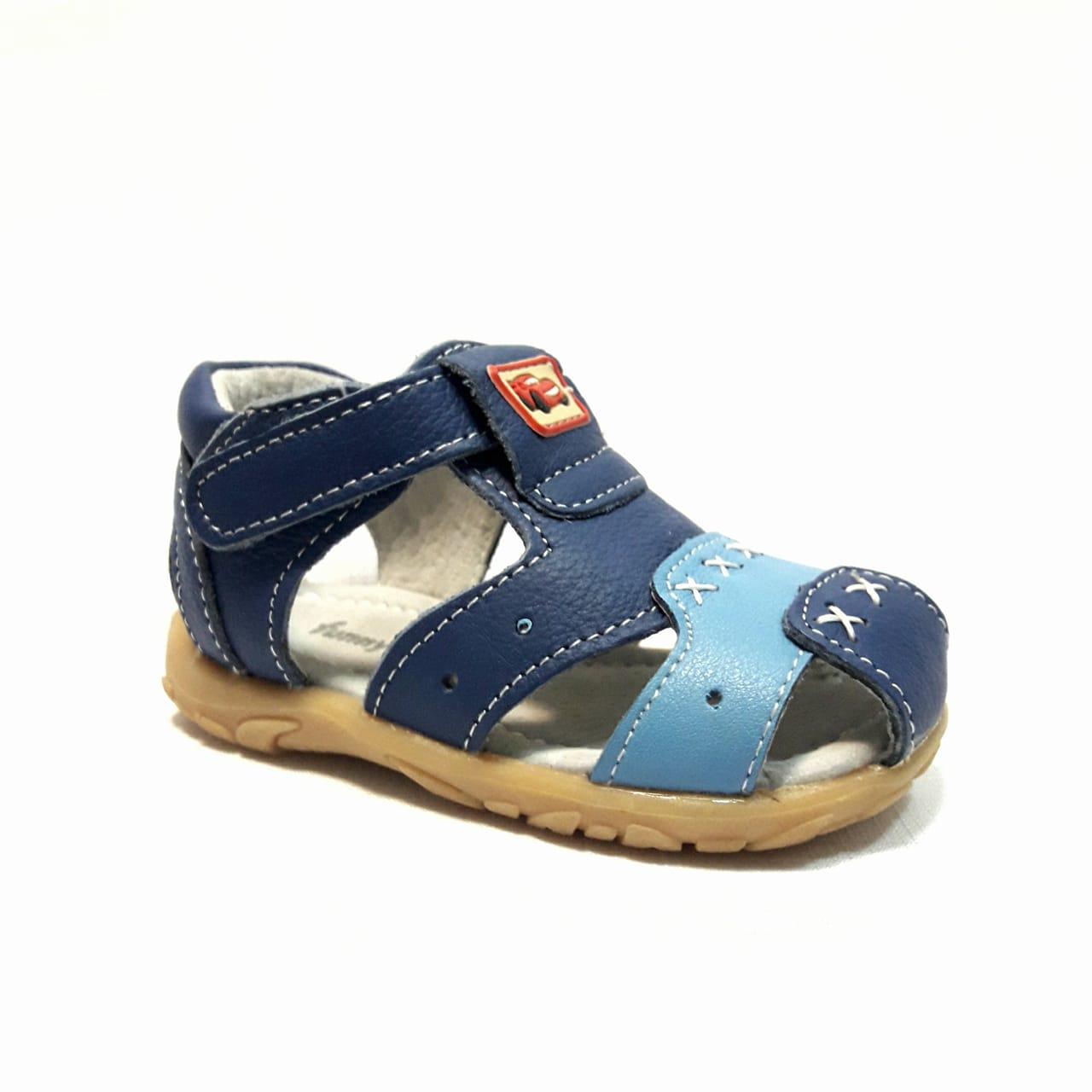 Сини бебешки кожени сандали.