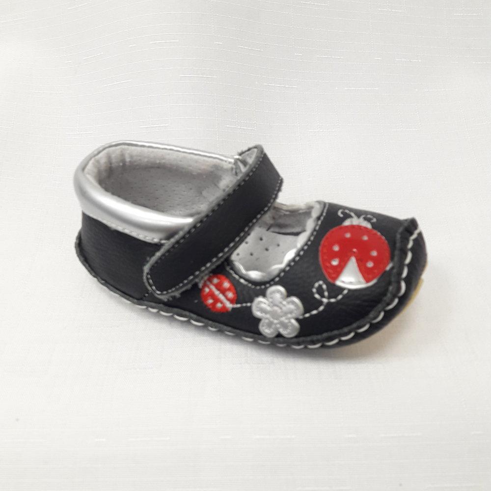 Черни бебешки буйки от естествена кожа с калинки.