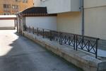 изработка на метални огради на зидана основа