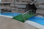 изработване на иноксово мостче над басейн