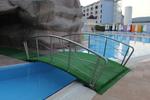 изграждане на мост от неръждаема стомана за басейн