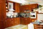 Поръчкова кухня от масивна дървесина - цялостно обзавеждане по индивидуален проект