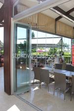 изработка и монтиране на стъклена сгъваема врата