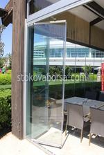 изработка на сгъваема стъклена врата