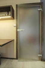 imalat ve cam kapı montajı bir kanat ile