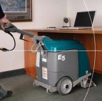 Компактен нископрофилен екстрактор за килими