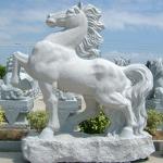 Изработка по поръчка на статуя на кон