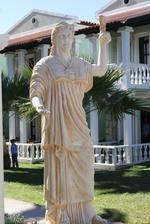 Изработка по поръчка на статуя на жена