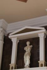 Статуя на жена