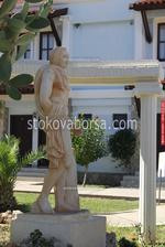 Статуи с мъже от полимербетон