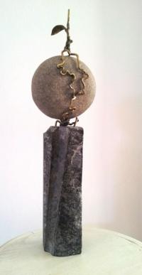 Авторска скулптура Битката на силата, корени