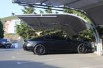 навес от метални профили за 2 автомобила с плътна покриваща мрежа